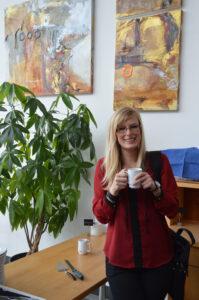 7 SCUFs forbundsekonom Jeanette Jonsson tog en kaffe i pausen