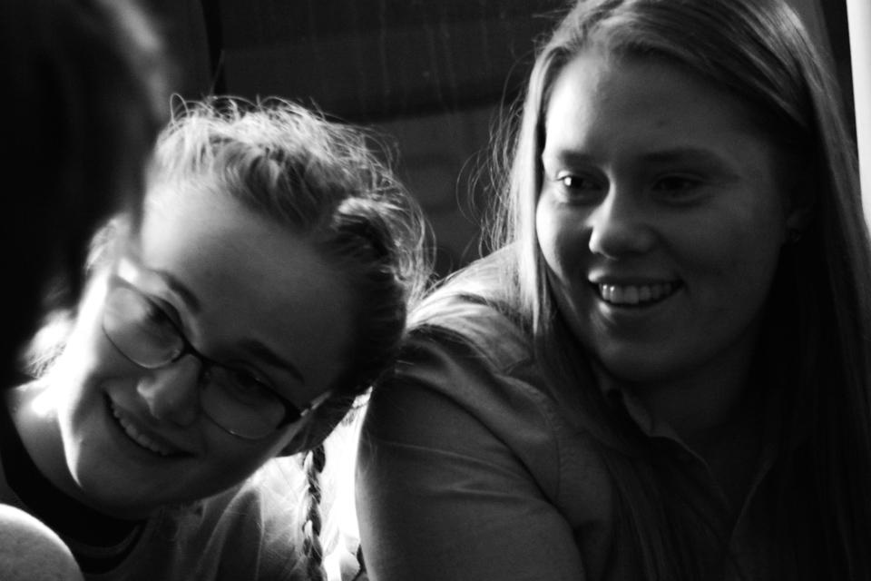 Lägerledarna Christine och Sara